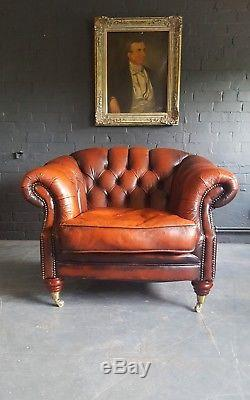 572. Chesterfield Vintage Thomas Lloyd Club leather armchair Courier av