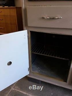 Vintage Retro 1950s Kitchen Larder Cabinet Cupboard Shop Display