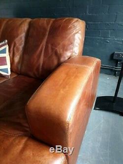 2054. Canapé D'angle 3 Places Vintage Et Vieilli En Cuir Chesterfield, Brun Clair