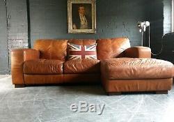 2056. Canapé D'angle 3 Places Vintage Et Vieilli En Cuir Chesterfield, Brun Clair