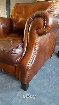 2111. Fauteuil Chesterfield Vintage Club En Cuir Tanné Courier Disponible