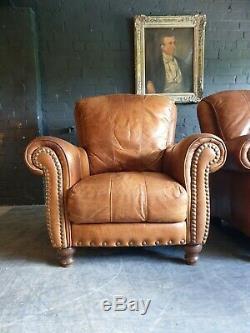 5021. Paire De Fauteuils Chesterfield Club En Cuir Beige. Livraison Disponible.