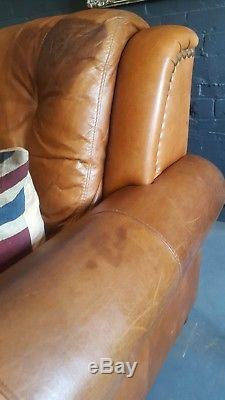 551. Chesterfield Vintage Tan Leather Club Fauteuil Courier Disponible