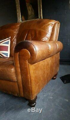 61. Canapé 3 Places Vintage Et Vieilli En Cuir Chesterfield, Marron, Beige