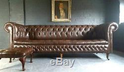 80. Charmant Chesterfield Vintage Brown Courrier En Cuir Av À 4 Places Et Pouf Club