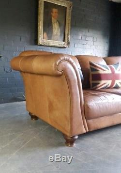 923. Canapé 3 Places Chesterfield En Cuir Vintage Et Vieilli, Coursier Brun Clair