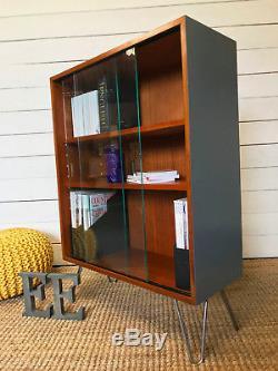 Bibliothèque D'étagères En Teck De Style Danois Datant Du Milieu Du Siècle, Meuble De Collection D'abbesse