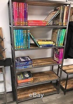 Bibliothèque De Style Industriel Vintage / Étagères En Bois Récupéré En Métal