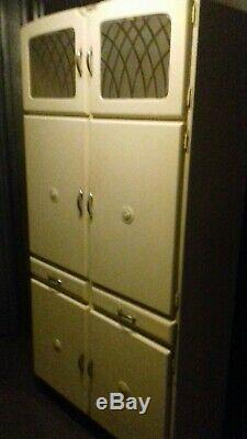 Kitchenette Collection Vintage Safe De 1950 Disponible En Ces Temps Difficiles
