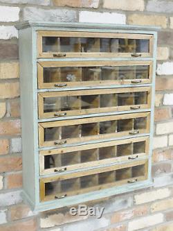 Le Stockage Industriel Vintage D'armoire De Cabinet D'étagères De Mur Étagère Le Coffre Des Tiroirs Z