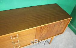 Milieu Du Siècle Uniflex Bahut, Long, Noyer, Vintage. Rétro, Portes Concertina