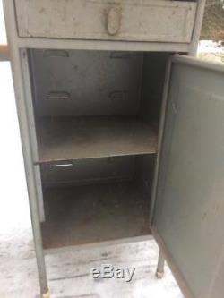 Paire De Industrial Vintage Chevet Armoire Table En Métal Soviétique