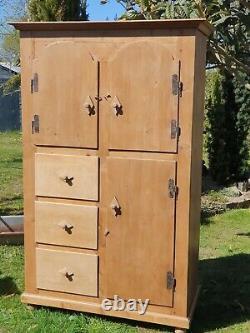 Pantry Continental Pine Vintage / Garde-robe Armoire
